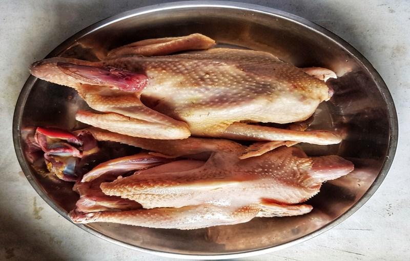 گوشت مرغ محلی